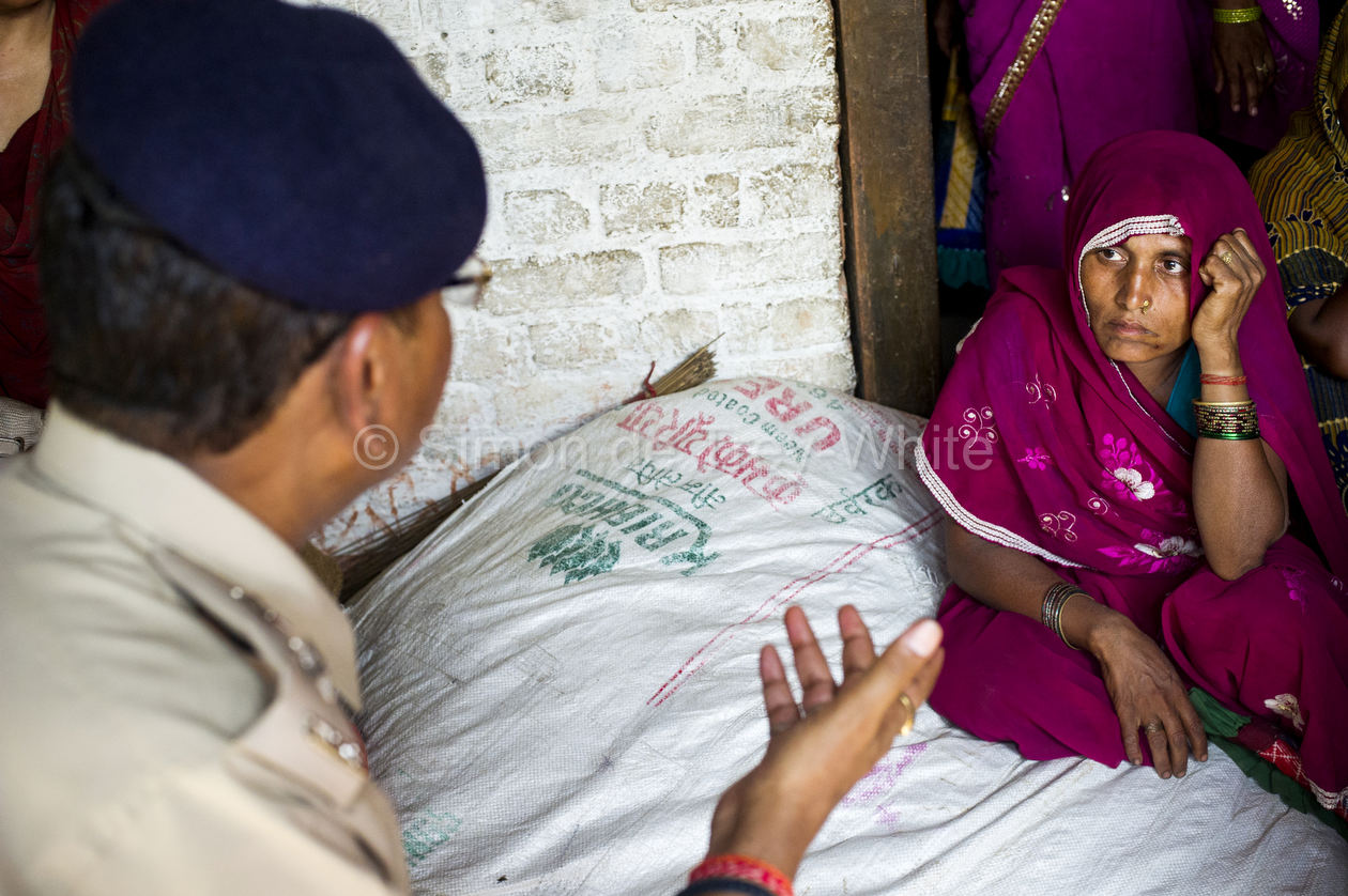 30th May 2014, Ushait, India. SSP (Senior Superintendant of Police) Atul Saxena briefs Sridevi (40) mother of Murti gang-raped and murdered in Katra Sadatganj village on the progress of the investigation, Katra Sadatganj, Ushait near Baduan, Uttar Pradesh, India on the 30th May 2014. SSP (Senior Superintendant of Police) Atul Saxena briefs Sridevi (40) mother of Murti and Aunt of Pushpa, on the progress of the investigation