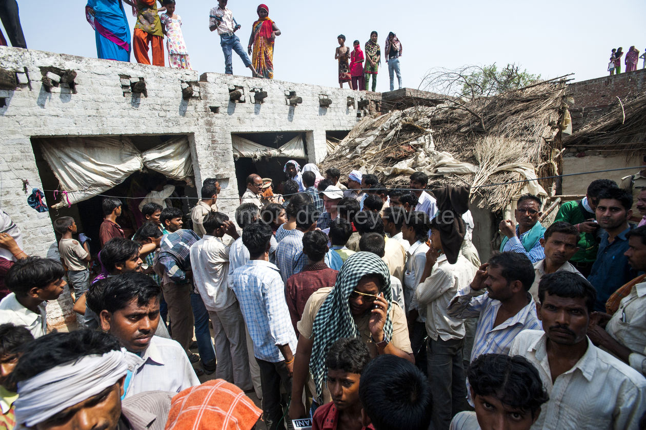 30th May 2014, Ushait, India. Villagers and media throng the home of the teenage girls raped and murdered in Katra Sadatganj village, Ushait near Baduan, Uttar Pradesh, India on the 30th May 2014.